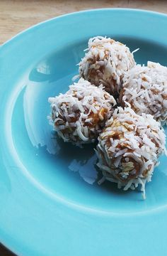 Peanut Butter Coconut Protein Balls Ingredients 2/3 c. rolled oats 1 t. cinnamon 1 scoop vanilla protein powder 1/2 c. natural peanut butter 1/4 c. apple sauce, see note below shredded coconut for rolling