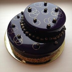 nappage chocolat brillant sur un dessert extravagant Cake Decorating Piping, Cake Decorating Designs, Cake Designs, Fancy Desserts, Just Desserts, Tire Cake, Decoration Patisserie, Cake Piping, Mirror Glaze Cake