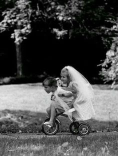 happily ever after♥. Funny Girl Pics, Funny Friend Pictures, Funny Friends, Wedding Couples, Cute Couples, Cute Kids, Cute Babies, Vogue Covers, Poses