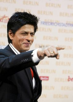 SRK, so cute and sexy and charming I just can't stand it!!