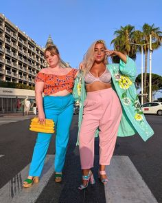 choosing a perfect dress to lessen your curves is as important as to look sexy in your outfit. Here are tips to find out the best sexy plus size dresses for women. Fashion 90s, Tokyo Street Fashion, Curvy Fashion, Girl Fashion, Fashion Outfits, Petite Fashion, Womens Fashion, Hipster Grunge, Grunge Style