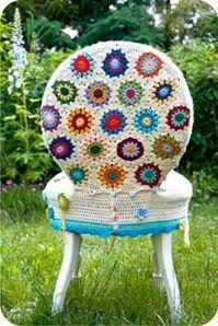 cadeira forrada com crochê