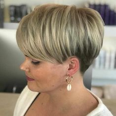 40 New Short Hair Styles for 2019 - Bobs and Pixie ... #hairstyles #pixiecut Choppy Bob Hairstyles, Haircuts For Long Hair, Cool Haircuts, Short Hairstyles For Women, Pixie Haircuts, Haircut Short, Haircut Styles, Cut Hairstyles, Medium Hair Cuts
