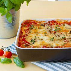 Prøv en helt ny lasagnevariant - lasagne med halloumi og gresskarkjerner. Halloumi, Quiche, Breakfast, Ethnic Recipes, Food, Lasagna, Spinach, Morning Coffee, Quiches