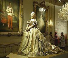 La historia de Austria es también la de su mítica emperatriz Isabel de Baviera, más conocida como Sissi , quien reinó entre 1854 y 1898 y ...