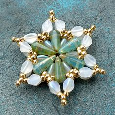 Beaded Earrings, Beaded Jewelry, Pearl Earrings, Japanese Jewelry, Beading Techniques, Beaded Ornaments, Christmas Ornaments, Jewelry Boards, Earring Tutorial