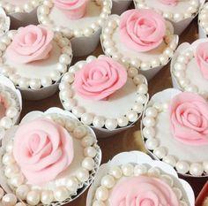 vanilla pearl rose cupcakes ♡