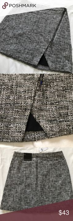 Banana Republic Trendy & Preppy Quilted Mini Skirt BRAND NEW WITH TAGS Size 6 Adorable zipper design Fully Lined I wish it fit me!!! Banana Republic Skirts Mini