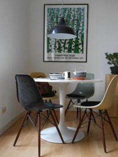 Ähnelt euren Möbeln - hier wird ein großes, buntes Print als Farbkontrast gesetzt.
