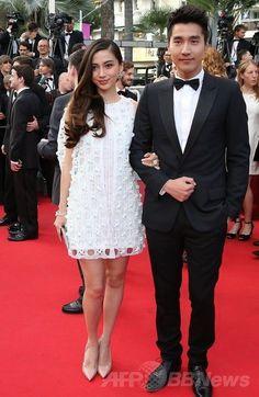 第67回カンヌ国際映画祭(Cannes Film Festival)で映画『Captives』の公式上映に出席した女優のアンジェラ・ベイビー(Angelababy、左)とHuang Xiaoming(2014年5月16日撮影)。(c)AFP/LOIC VENANCE ▼26May2014AFP|<第67回カンヌ国際映画祭>「クリスチャン ディオール」を着用したセレブをチェック! http://www.afpbb.com/articles/-/3015602 #Cannes_Film_Festival_2014 #Angelababy #Huang_Xiaoming