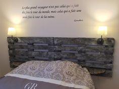 Tête de lit en palette : composition de deux palettes Europe de couleur gris bleu de 2m40 de largeur et 80cm de hauteur Adaptation des tablettes et des luminaires à souhait ! P - 18195826