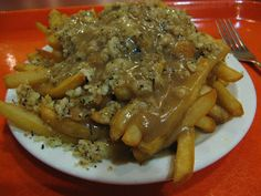 (Hand cut fries topped with bread dressing, hamburger meat and smothered in gravy. A true Newfoundland favourite! Canadian Dishes, Canadian Food, Canadian Recipes, Newfoundland Recipes, Good Food, Yummy Food, Potato Dishes, Potato Recipes, Chicken
