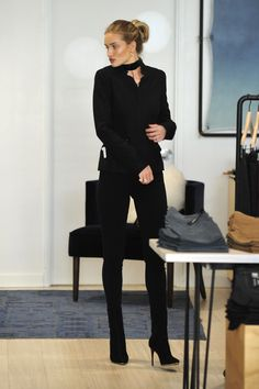 dailyrhw:    Rosie makes a purchase at one of the stores Paige Denim on December 2