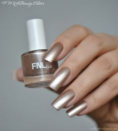 FNUG Beauty Editor (close to Deborah Lippmann Believe)