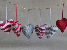 Adornos para el árbol - Set de 6 corazones amigurumi navideños - hecho a mano por IdeandoArt en DaWanda