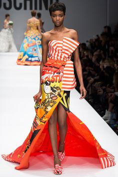 Moschino x Jeremy Scott, Fall 2014 Ready-to-Wear News Fashion, Pop Art Fashion, Weird Fashion, Fashion Week, Fashion Prints, Runway Fashion, Fashion Models, High Fashion, Fashion Show