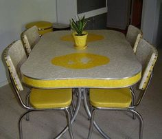 Yellow chrome cracked ice dinette with coffee pot and cup (or teapot?) design in tabletop ❤️