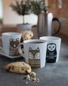 mugs-560x703