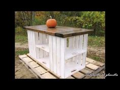 p/surprisingly-easy-woodworking-projects-for-beginners-quick-wood-projects - The world's most private search engine Rustic Country Kitchens, Rustic Kitchen, Country Farmhouse, Crate Furniture, Rustic Furniture, Wooden Crates, Wood Pallets, Pallet Kitchen Island, Palette Diy