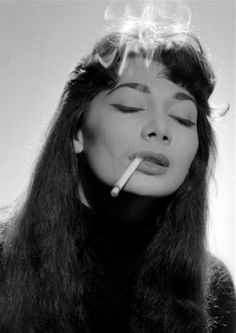 Juliette Greco by Gjon Mili. (Another portrait--more familiar in type to me and so possibly more alive--was that of a young woman with Juliette Greco face, large lost eyes and a sulky mouth. People Smoking, Women Smoking, Girl Smoking, Jerry Schatzberg, Juliette Greco, Gjon Mili, French New Wave, Up In Smoke, Beatnik