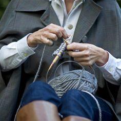 Knit Infinity Scarf pattern Fine and Feathered Papadakos Papadakos - DAiSYS & dots Tate Knitting Club, Knitting Stitches, Knitting Yarn, Hand Knitting, Knitting Patterns, Crochet Patterns, Knitting Ideas, Yarn Crafts, Sewing Crafts