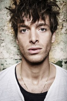 This is Scottish soul singer Paolo Nutini | Premiere: Scottish Soulster Paolo Nutini Strips Down In New Video