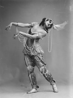 ๑ Nineteen Fourteen ๑ historical happenings, fashion, art style from a century ago - Vera Fokina in the ballet Scheherazade, 1914