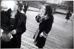 Garry Winogrand, Two Women Smoking Cigarettes, N.Y.C, 1981