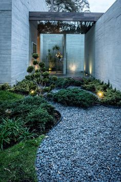 Concrete House Designed by the Mexican Firm Grupo MM, Mexico #jardinespatios
