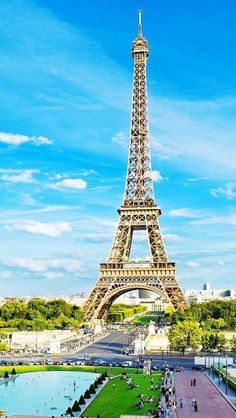 Eiffel Tower...It's like I'm meant to keep seeing pics of Paris today... lol @Kimberly Peterson Lockard