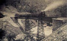 Estrada de ferro na cidade de Petrópolis, Brasil. 1885.