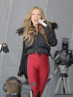 nbd just my idol with the largest camel toe /moose knuckle in history...