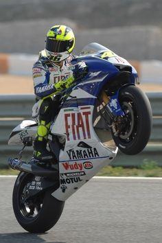 Google Afbeeldingen resultaat voor http://bikeadviceusa.com/wp-content/uploads/2010/04/Valentino-Rossi-Wheelie.jpg
