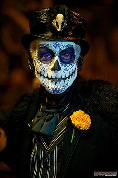 Day of the Dead Tag der Toten -:- Dia de los muertos Day of the Dead Day Of Dead Makeup, Day Of The Dead Mask, Day Of The Dead Skull, Halloween Makeup Looks, Halloween Make Up, Halloween Costumes, Male Costumes, Vintage Halloween, Sugar Skull Makeup