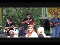 Short video of cajun music played in Lafayette. Berard-Huval Family Affair.