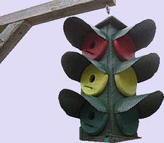 Stop Light Tri~Level Birdhouse http://www.leeuwke.com/vogelhuisjes0/vogelhuisjes.html