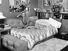 Marilyn Monroe in her Hollywood flat Marilyn Monroe Cuadros, Art Marilyn Monroe, Photos Encadrées, Pictures, 2017 Photos, Kelly Hoppen, Norma Jeane, Pin Up Art, In Hollywood