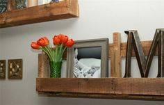 12 DIY Rustic Home Decor Projects For All Rustic Design Lovers - Pallet Shelves