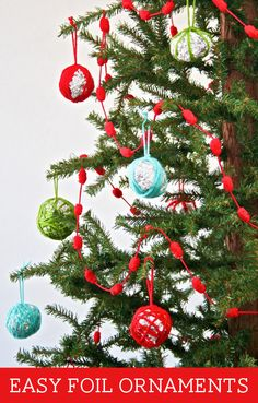 Inexpensive and CUTE Ornaments from Tin Foil & yarn Homemade Christmas, Holiday Fun, Christmas Holidays, Christmas Bulbs, Christmas Decorations, Holiday Ideas, Christmas Ideas, Holiday Decor, Christmas Stuff