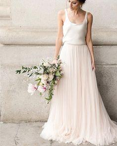 Trendy bohemian bridal look boho chic ideas Elopement Wedding Dresses, Wedding Dress Styles, Boho Wedding Dress, Designer Wedding Dresses, Tulle Wedding, Wedding Gowns, Wedding Bride, Diy Wedding, Wedding Favors