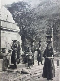 Love old pictures of people and fountains.. This one is in the Abruzzo region... Fontana di S. Rocco