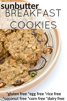 In need of an easy, allergen-free breakfast? These sunbutter breakfast cookies only take a few minutes of prep time and are safe for just about everyone. Breakfast And Brunch, Breakfast Cookies, Breakfast Recipes, Allergy Free Recipes, Baby Food Recipes, Tiphero Recipes, Jucing Recipes, Sem Gluten Sem Lactose, Campfire Food