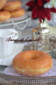 donuts maison faciles et Beignets, My Favorite Food, Favorite Recipes, Desserts With Biscuits, Homemade Donuts, Arabic Food, Waffles, Food Cakes, Cake Recipes