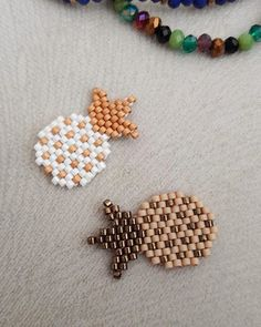 Welcome Pikide - Beaded Brooch, Beaded Jewelry, Handmade Jewelry, Beaded Bracelets, Loom Beading, Beading Patterns, Pineapple Jewelry, Beaded Animals, Beaded Ornaments