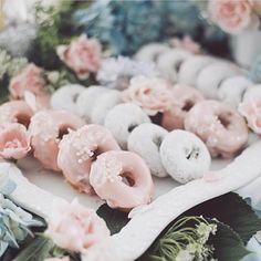 How pretty are these #wedding doughnuts? Such a pretty idea. www.wed2b.co.uk