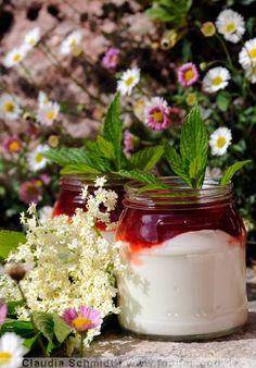 Holunderblüten-Erdbeer-Joghurt