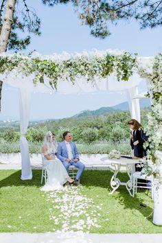Soms sluit je een huwelijk op een plek die te mooi is om te omschrijven ( huwelijk in Lucca). Prachtige foto van Alexandra Vonk