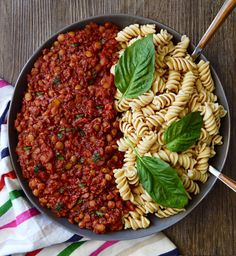 Are you ready for the most epic lentil bolognese?! BECAUSE I'M READY!!!🍝😍 You are going to love this recipe! It took me a long time to…