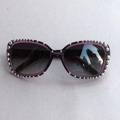 DIY - video tutorial per personalizzare un paio di occhiali sa sole con delle mezze perle, stile Chanel