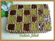 Bol çikolatalı süslü pasta tarifi